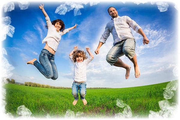 Happy-family-jumping